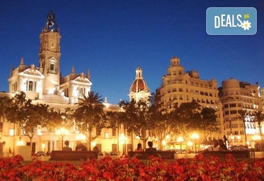 Екскурзия през март във Валенсия, ренесансовия град на Испания! 4 нощувки със закуски и самолетен билет от Сън Травел! - Снимка 3