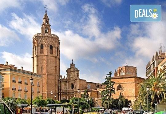 Екскурзия през март във Валенсия, ренесансовия град на Испания! 4 нощувки със закуски и самолетен билет от Сън Травел! - Снимка 4