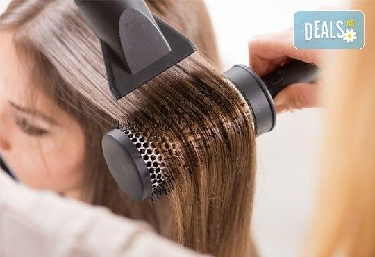 Дамско подстригване, златна терапия с арган в три стъпки и оформяне на прическа със сешоар в салон Хасиенда! - Снимка 2