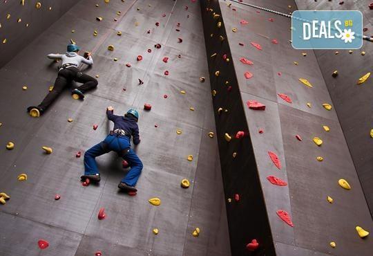 Поставете стабилни основи! Съкратен курс по катерене и курс по горна и долна осигуровка в спортен клуб Чудните скали - Снимка 1