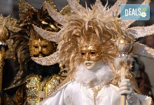 На карнавал в Ксанти и разходка в Кавала през март! 1 нощувка със закуска в хотел Okeanis 3*, транспорт и водач! - Снимка 1