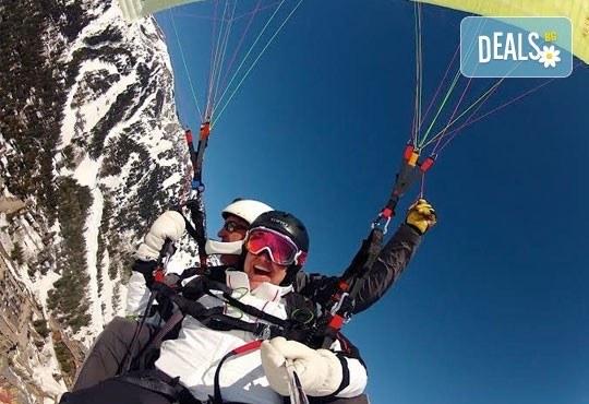 Екстремно изживяване! Височинен тандемен полет от връх Снежанка до местността Малина с HD заснемане от Клуб по парапланеризъм Дедал! - Снимка 1