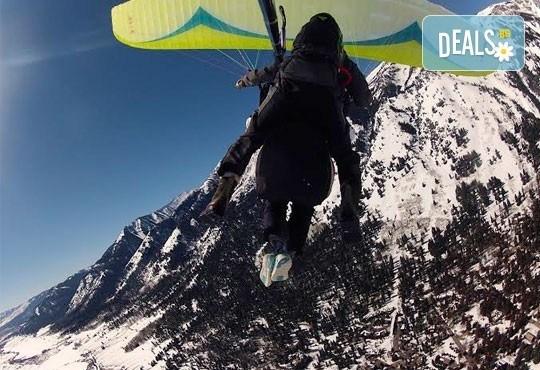 Екстремно изживяване! Височинен тандемен полет от връх Снежанка до местността Малина с HD заснемане от Клуб по парапланеризъм Дедал! - Снимка 3