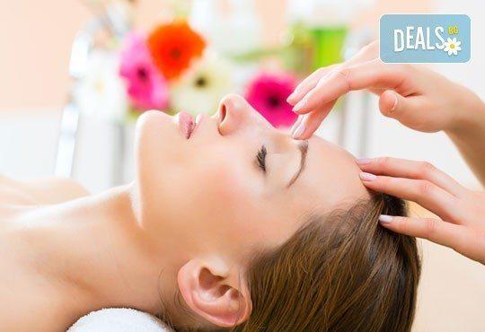 За свежа и сияйна кожа! Хигиенно-козметичен масаж на лице, шия и деколте в салон за красота Екатерини! - Снимка 1