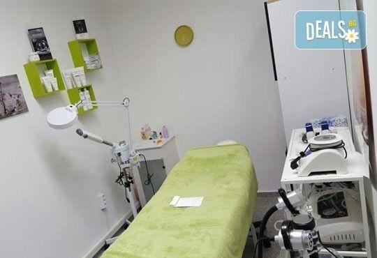 Нова визия! Омбре или балеаж, терапия, подстригване и оформяне със сешоар в салон Nails club в Младост 4! - Снимка 9