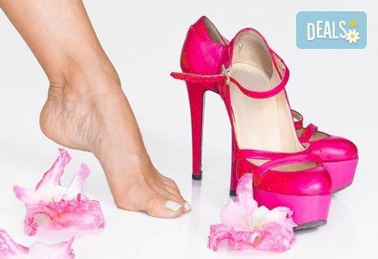 Педикюр с гел лак Gelcolor OPI, 20-мин. масаж на стъпалата с етерични масла и бонус 30% отстъпка за маникюр, салон Вили! - Снимка 4