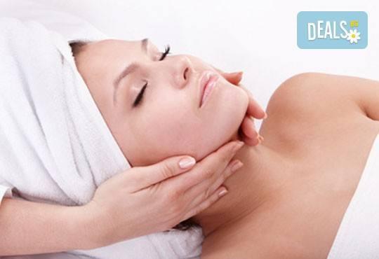Запазете красотата на лицето по-дълго с масаж на лице и деколте! Получавате бонус почистване на вежди от Студио 7! - Снимка 2