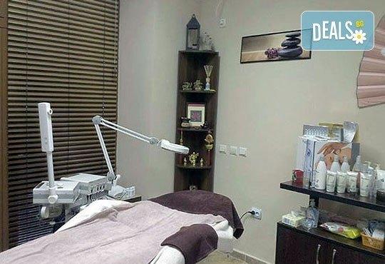 Релаксиращ масаж за тяло с вулканични камъни и подарък - рефлексотерапия на длани, скалп и стъпала в Luxury wellness&Spа - Снимка 5