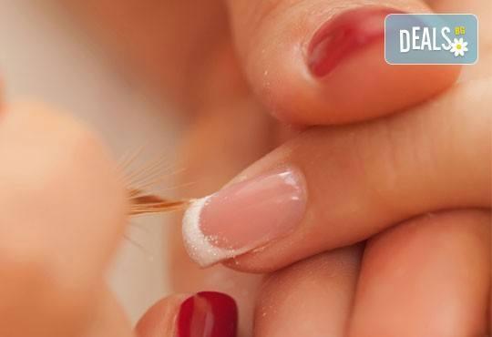 Ноктопластика с удължители, маникюр в цвят по избор с 2 декорации и бонус: поддръжка и отстъпки от салон за красота Роси! - Снимка 4