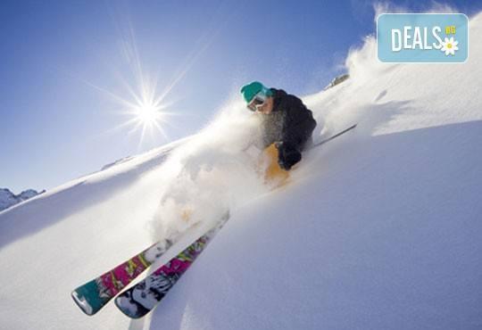 Време е за ски в Банско! Еднодневен наем на ски или сноуборд оборудване, безплатен трансфер до лифта от ски училище Rize - Снимка 3