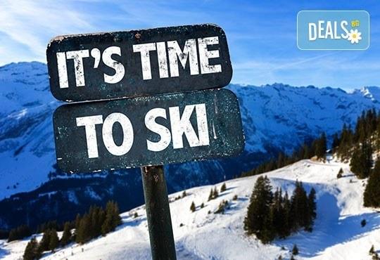 Време е за ски в Банско! Еднодневен наем на ски или сноуборд оборудване, безплатен трансфер до лифта от ски училище Rize - Снимка 1