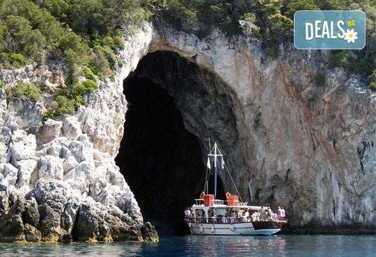 Отпразнувайте Великден на о. Корфу, Гърция! 3 нощувки със закуски и вечери в хотел 3*, транспорт и водач! - Снимка 4