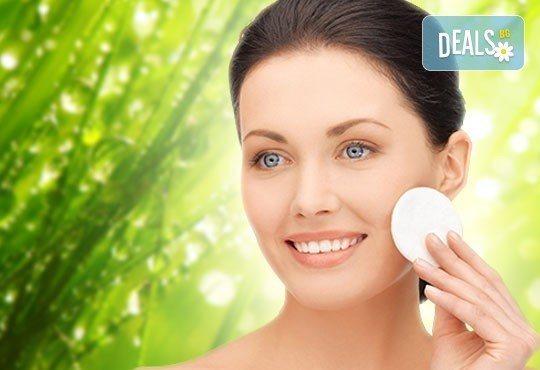 Свежа и тонизирана кожа с козметичен разкрасителен масаж на лице и деколте от студио за красота Five! - Снимка 1