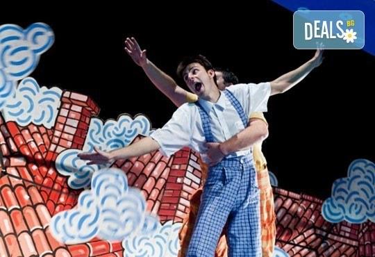 Гледайте с децата! Карлсон, който живее на покрива в Младежки театър на 24.01, неделя, от 11ч, билет за двама - Снимка 4