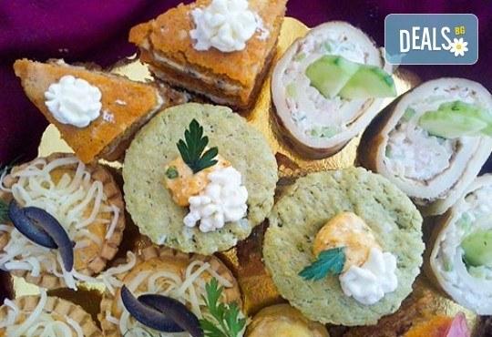 За празници и поводи! 30, 60 или 90 бутикови солени хапки асорти от майсторите на Muffin House - Снимка 3