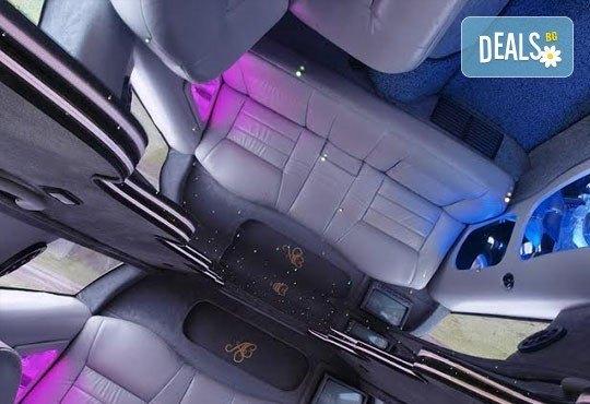Лукс! Едночасова разходка на цялата компания с холивудска стреч-лимузина от Vivaldi Limousines и San Diego Limousines - Снимка 6