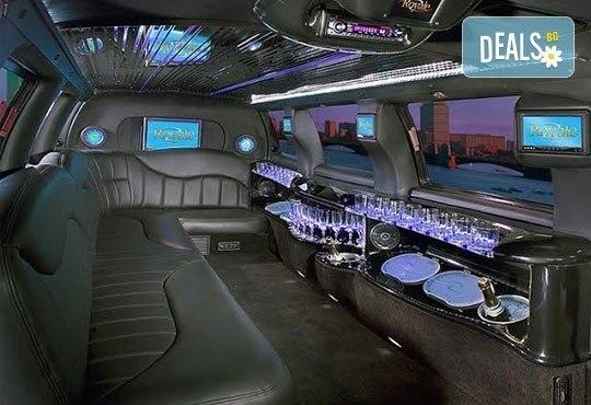 Лукс! Едночасова разходка на цялата компания с холивудска стреч-лимузина от Vivaldi Limousines и San Diego Limousines - Снимка 9
