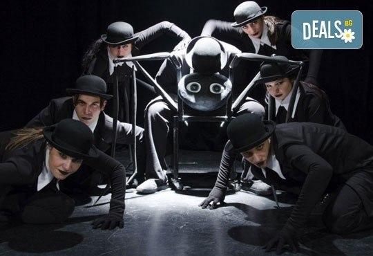 Гледайте ''Семейство Замза'' по Франц Кафка на 03.02. от 19ч. в ТР Сфумато - билет за един! - Снимка 1
