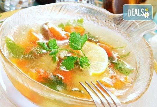 Перфектното обедно меню! Топла супа и основно ястие по избор от менюто на БИСТРО Мамбо в центъра на София - Снимка 3