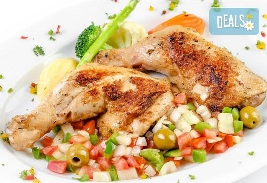 Перфектното обедно меню! Топла супа и основно ястие по избор от менюто на БИСТРО Мамбо в центъра на София - Снимка 1