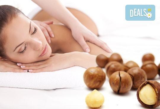 Болкоуспокояващ масаж на гръб и яка със загряващи или охлаждащи продукти от макадамия и натурално какао, Салон Голд Бюти - Снимка 1