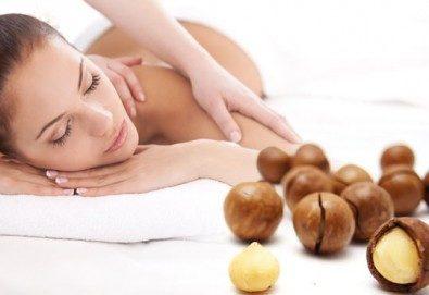 Болкоуспокояващ масаж на гръб и яка със загряващи или охлаждащи продукти от макадамия и натурално какао, Салон Голд Бюти