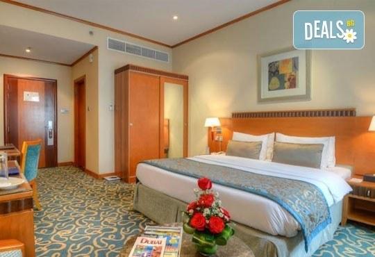 Почивка в Дубай през март! 5 нощувки със закуски в Golden Tulip Al Barsha 4*, самолетен билет и водач! - Снимка 7