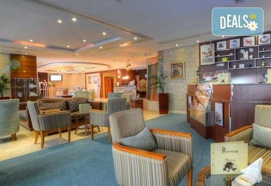 Почивка в Дубай през март! 5 нощувки със закуски в Golden Tulip Al Barsha 4*, самолетен билет и водач! - Снимка 9