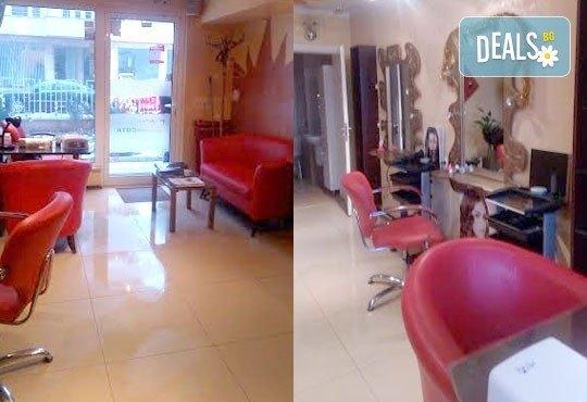 Отървете се от акнето и разширените пори с дълбоко почистваща терапия за лице във Victoria Beauty Center! - Снимка 6