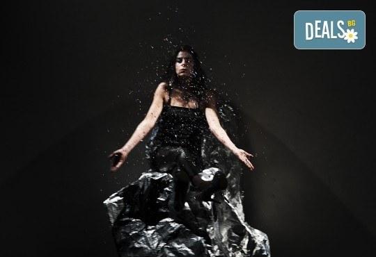 Гледайте ''Между празниците'' с номинация ''Икар'' 2014 за драматургичен текст на 05.02. от 19ч. в ТР Сфумато - билет за един! - Снимка 9