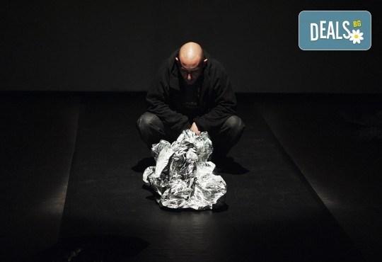 Гледайте ''Между празниците'' с номинация ''Икар'' 2014 за драматургичен текст на 05.02. от 19ч. в ТР Сфумато - билет за един! - Снимка 4