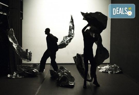 Гледайте ''Между празниците'' с номинация ''Икар'' 2014 за драматургичен текст на 05.02. от 19ч. в ТР Сфумато - билет за един! - Снимка 1