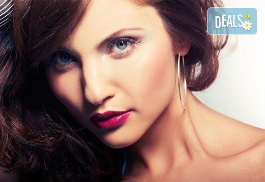 Бъдете на ниво! Дамско подстригване, масажно измиване, маска, дифузер и стилизиране в салон за красота Виктория! - Снимка 1