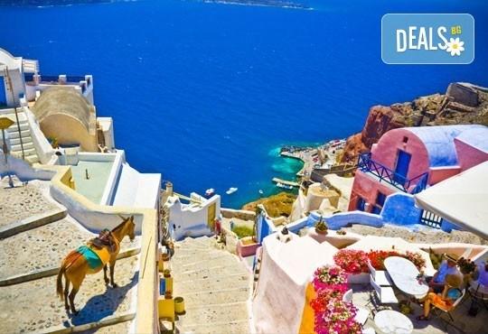 Слънчева почивка през септември на о. Санторини, Гърция! 7 нощувки със закуски, транспорт, фериботни билети и обиколка на Атина! - Снимка 2