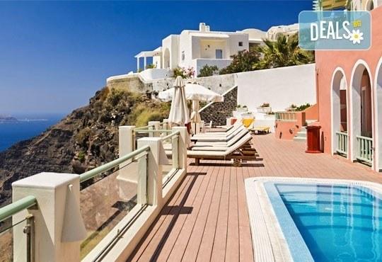 Слънчева почивка през септември на о. Санторини, Гърция! 7 нощувки със закуски, транспорт, фериботни билети и обиколка на Атина! - Снимка 1