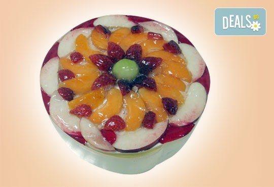 Сладко предложение! Парче торта по избор и чаша сок или горещо кафе в Сладкарница Орхидея - Снимка 6
