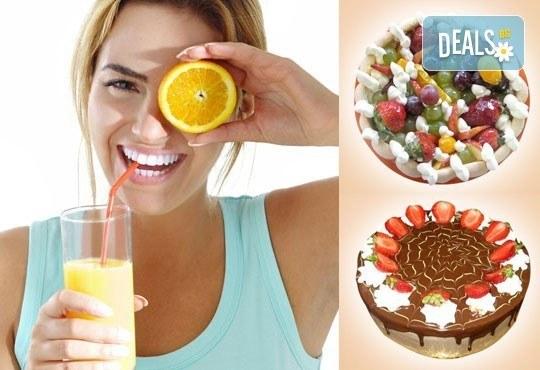 Сладко предложение! Парче торта по избор и чаша сок или горещо кафе в Сладкарница Орхидея - Снимка 1