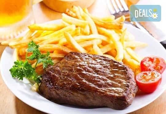 Две пържоли на супер цена! Свинска вратна пържола или пилешко филенце с домашни картофки в Ресторант Balito 3 в жк Надежда - Снимка 1