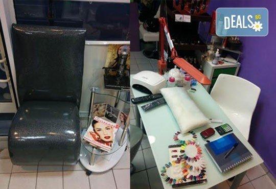 Подстригване с гореща ножица и по избор сешоар, боядисване или терапия в салон Хасиенда! - Снимка 5