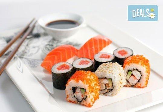 Вкусно и екзотично! Вземете суши сет Сьомга с 42 разнообразни хапки от Club Gramophone - Sushi Zone! - Снимка 1