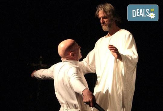 Гледайте великолепния Вельо Горанов във Великият инквизитор на 16.02, от 19ч, Открита сцена Сълза и смях - Снимка 3
