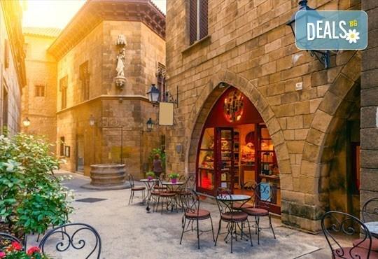 Екскурзия през март до слънчевата Барселона, Испания! 3 нощувки със закуски, самолетен билет и летищни такси! - Снимка 3