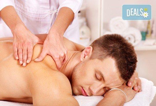 Избавете се от болките с лечебен масаж на гръб с магнезиево олио в масажно студио Емилис, Варна! - Снимка 3