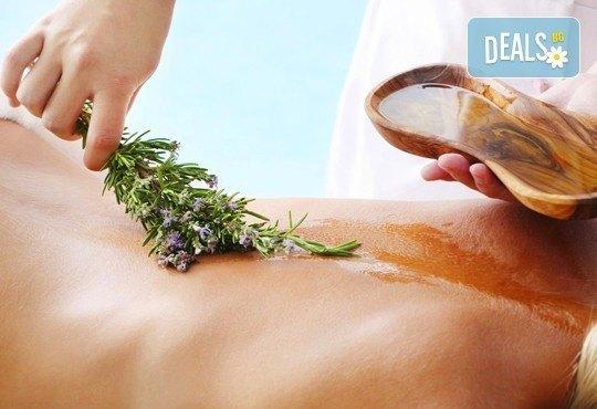 Избавете се от болките с лечебен масаж на гръб с магнезиево олио в масажно студио Емилис, Варна! - Снимка 1
