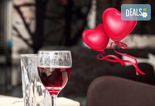 В деня на влюбените и виното празнувайте в ресторант AZZURRO! Куверт за 1 човек - 4 степенно меню, малко уиски, минерална вода. - Снимка 1