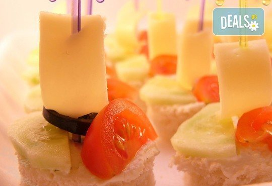 Кажете ''обичам те'' с 50 хапки с ягоди и шоколад, сирена и грозде и бутилка бяло вино от кулинарна работилница Деличи! - Снимка 3