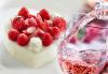 Изкушаващ чийзкейк със сърце от свежи ягоди и бутилка розе от кулинарна работилница Деличи! - thumb 1