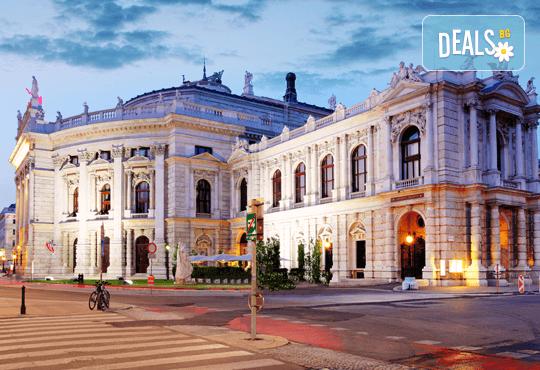 Аристократизъм, обаяние и светлини! Екскурзия до Будапеща и Виена през април - 3 нощувки със закуски, транспорт и програма! - Снимка 1