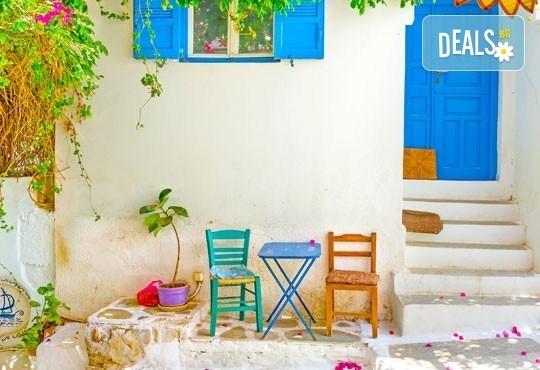 Великден на о. Санторини - скъпоценния камък на Егейско море! 4 нощувки със закуски, транспорт и екскурзия до Ия! - Снимка 4