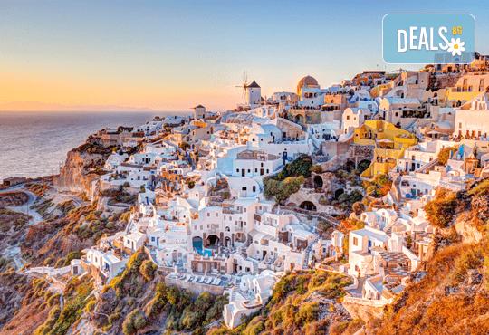 Великден на о. Санторини - скъпоценния камък на Егейско море! 4 нощувки със закуски, транспорт и екскурзия до Ия! - Снимка 2